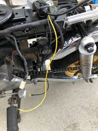 モンキーz50j 型の12v化について教えてください! minimotoの12v化キットを使って12v化しようと思っていますが、この黄色の線を繋げるところがわかりません! バイク初心者です! レギュレーターも無かったので説明書通りにはいってなく、なんとか調べながらここまで進めたのですがここからが全くわからなくて困っています! どなたかアドバイス頂けると嬉しいです!