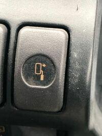 誰か教えて下さい。 トラックの写真のボタンは何ですか?