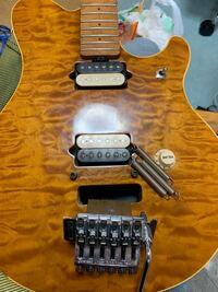 フロイドローズタイプのギターのブリッジ部分が取れてしまったのですがどうすればいいですか?