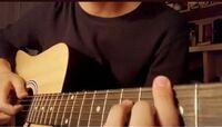 このギターの種類ってなんですか? アコースティックギター?ってやつですかね? 全く楽器できない初心者におすすめのギターあれば教えてください。
