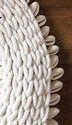 かぎ針編み物の編み目ついての質問です。 画像の編み目の名称はありますか? また編み方など分かる方がいらっしゃいましたら教えて頂けると助かります。