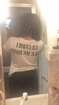 後ろ姿太って見えますか?ダイエットして4キロ痩せましたが、Tシャツを着こなせているか意見聞きたいです。よろしくお願いします。ちなみに165cmの54kgです