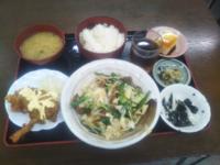 みなさんお昼ご飯は何でしたか?…僕は「ニラレバ炒めと唐揚げ定食」680円でした 美味しかったです♥。