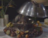 NCT127 テヨンくんがこのお皿のようなもの?を被っている写真はどこかの動画で見れるものですか?最近好きになったばかりなので探しているのですがわかりません...ご存知の方いらっしゃいました ら教えてください...