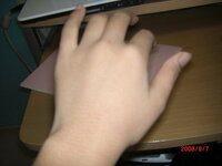 手の毛穴が目立つ 私の手は(手の甲)は 指もですが みんなのように 綺麗ではなく 画像分かりづらいかもしれませんが 黒い毛穴が目立ち 毛も黒くて ある男子に「お前の手毛穴でかいな」 って言われて それ...