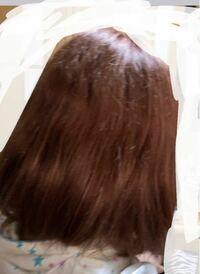 4月頃に顎下ボブにし、今中途半端な肩にあたるくらいまで髪の毛が伸びたんですが、最近後ろ髪のうねりとボリュームに悩まされています。 もともと頭が大きい、髪が太い、くせ毛、量が多い、という沢山のコンプレ...
