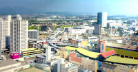 地方都市はなぜ人口の割に都市格が低い? 以前福島市に行ったんですが、市街地の密度や賑わいは神奈川県でいえば海老名市より低く見えました。 海老名は13万都市、福島市は28万都市です。人口では明らかに差があるのになぜでしょう。 人口でいえば神奈川県は地元の大和市くらいが同格ですが、大和どころか海老名より都市格が低いのはなぜですか?