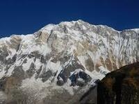 登山家と登山団体にお聞きします。  遭難犠牲者をしらべると、エベレストよりも隣のアンナプルナの方が多いのはなぜですか。  ・。・?
