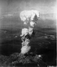 第二次世界大戦のとき日本は、どのタイミングで無条件降伏するべきだったと思いますか。  ・。・?