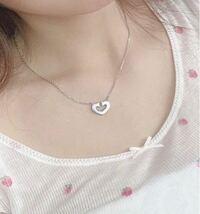 ネックレスのブランドを教えてください!! 写真のネックレスがどこのブランドのものか ご存知の方教えてくださると嬉しいです!