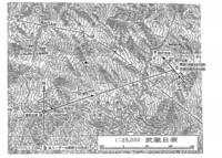 垂直尾翼の崩壊を示す証拠として、示された薄い雲の中の123便の写真が撮られた場所です。  公表した撮影者の位置と実際の123便の航跡と、レーダーの航跡図です。 どの様に思いますか ?