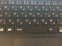 ローマ字入力に変換できません。 ローマ字入力をすると、右半分のキーボードの英・数・ひらがなが書いてあるキーだけ何故か数字はを拾ってしまいます。 例えば、MAを押すと「0(ゼロ)あ」と なります。  プロパティを調べたり、alt+ローマ字で試してみましたが、一向に直りません。  どなたか教えてください。