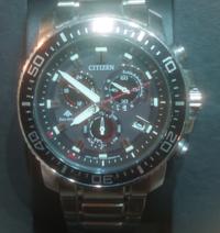 腕時計について… 来年警察官の試験を受けようと思っている者です。 そこで私が面接、試験につけていく時計はこちらの時計では失礼になったり印象は悪いでしょうか? 経験がないためよくわかりません…   CITIZENの...