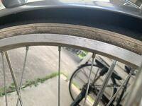 自転車のパンク修理をします。 この自転車の場合タイヤの黒と白の境目が裂けています。 工具等は揃っています。タイヤの何を買えばいいですか?