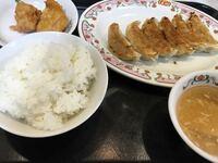 餃子の王将の『餃子定食』って2枚分の餃子じゃなかったでしたっけ?ちなみに写真の定食で価格は748円(税込)。1枚でこの価格は高い印象です。 皆さんはどう思いますか?
