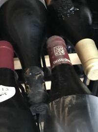 ワインセラーにワインを入れとおいたら カビが出てきましたこのカビは悪いものですか 拭いた方が良いのしょうか?
