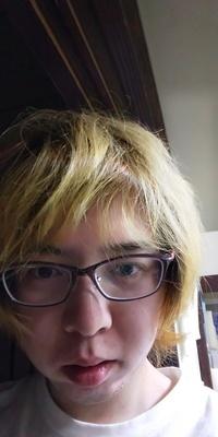 自称イケメンの金髪です。 かっこいいですか?