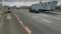仙台バイパス(4号線)の箱堤交差点あたりの道路の直進レーンの車線境界線は、画像の通り黄色い実線が白い破線で挟まれているのですがどういう意味なのでしょうか?