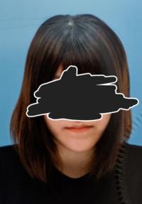 顎が長くて悩んでます。長いと思いますか? 短くしたりもう少し小さくとかする方法はありますか……? 私はこの顎がコンプレックスで写真、プリクラを撮る時は必ず顎にマスクをして撮ります。 本当にこの顎が嫌いで...
