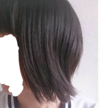 くせ毛なのか、髪が後ろにはねてしまいます。水で濡らしてドライヤーで直したり、ヘアアイロンを使っても戻ってしまいます。どうしたら直すことが出来ますか?