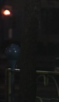 昭和から平成の街頭にあったこれって灰皿ですか? 画像は東京ラブストーリーのキャプチャーなんですが 左の青くて丸いやつって昔はよく見た記憶があるのですが 一体なんなのか思い出せず質問させて頂きました。 覚えてらっしゃるかたがいたら是非教えて下さい。