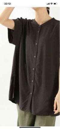 半袖のシャツブラウス(名称が分かりませんが、写真のような服です。)を、タンクトップの上に前開けて羽織るのはありですか? 変なのか変じゃないのかわからないので、教えてください。