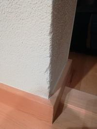 家の室内の塗壁のコーナー部が掃除機が当たって削れてしましました。 物があたっても削れないにするもの(覆うもの?)でおすすめありますか?