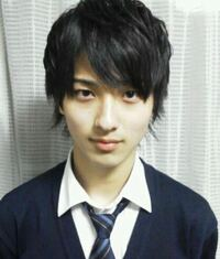 横浜流星さんの高校時代の写真なんですがこんな男子いたらモテますか?