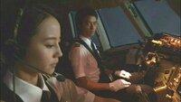 女性はパイロットには向かない? レンタルで堀北真希さん主演「ミス・パイロット」を観ていて、 以前、女性は生理の時やその前後で精神的に不安定になり易いため、パイロットには向かないと何かで読んだんですが、それ、解ります、私もそうです。 日本では殆ど居ないと思いますが、欧米では女性パイロットは増えてるんですよね。 でも避けて通れない生理による心身不調での事故を防止するため、ってことはもしかし...