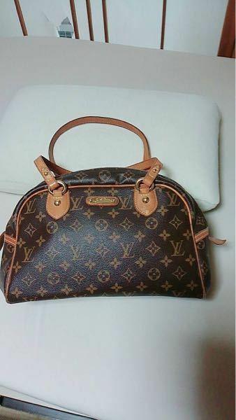ルイヴィトンで10年くらい前?に購入したのですが、 こちらは、ルイヴィトンの何という種類のバッグでしょうか? 調べてもなかなか出てきません、、、 例)アルマ、スピーディ