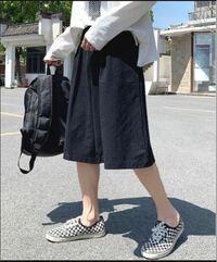 メンズ ハーフパンツ これは一見レディースかと思いましたが、メンズです。  日常、旅行とオールラウンドに着られる、軽い、丈夫、涼しい、それでファッジョナブルなハーフパンツを1着探しています。  皆さんの目から見てこのパンツはどうでしょうか。 メンズとして履いて格好いいですか?