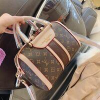 ルイヴィトンの このバッグの名前や型番知ってる方いませんか?