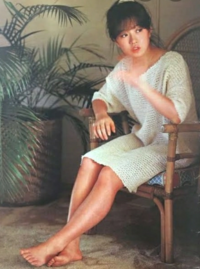 1980年代No.1アイドルなら中森明菜に決まってるよな? 松田聖子は明菜より勢いなかったやろ。 松田聖子1995年の「あなたに会いたくて」で再ブレイクしたんやないか。