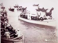 帆船比赛不仅在英国外侨、英国驻军中频繁开展,在外侨学校里,也受青少年的广泛欢迎。 由于当局及军方的大力提倡,外侨及官兵的热情参与,帆船运动风靡威海,每至夏令,威海湾内帆船、游艇随处可见,成为其度假休...