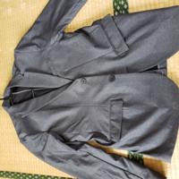 これはテーラードジャケットですか? 私服できるのはOKですか?