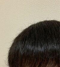 髪の毛についてです。 夜のドライヤー後の髪なのですが、このように毛先がうねっています。 改善方法と何故こうなるのかを教えて頂きたいです