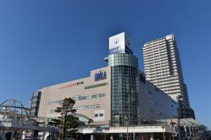 茨城県の土浦市役所は何故「イトーヨーカドー」だったところに入っているのですか? JR常磐線「土浦」駅の西側にあります。