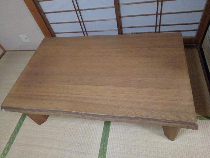 このテーブルは価値がありますか?一枚板かな?
