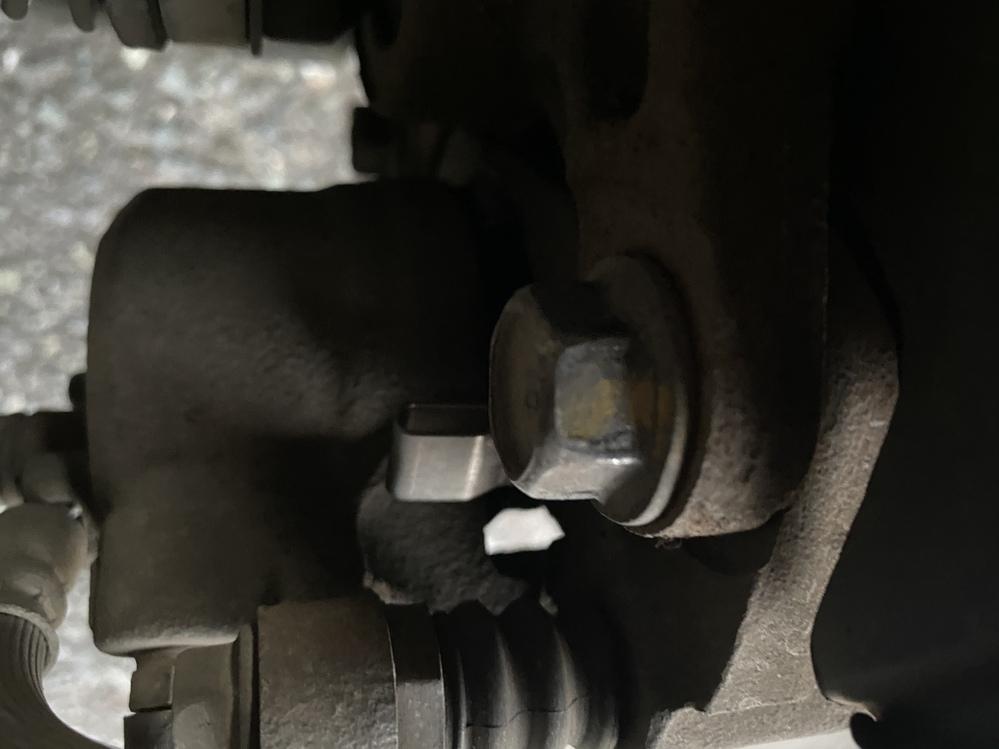 車の左前輪からシュルシュルと運転中異音がなっており、ブレーキ部分が原因かなと思いいろいろみているのですが分からず… どういったことが原因になることがあるかよければ教えてください! あとブレーキ...