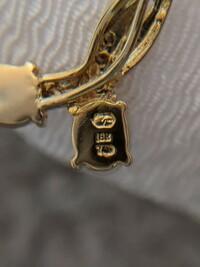 K18YGのオパールネックレスの裏の刻印ですが、このマークが何なのか分かる方がいらっしゃいましたら教えて頂きたいです