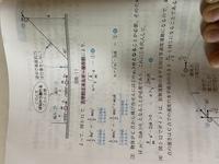 質量mの小球Aをばねに押しつけて、aだけ縮めて静かに放すと、小球Aはばねが自然長になったところでばねから離れ、そのまま床の上を進みます。 (ばねの質量は無視できる) (床は滑らかな水平面、バネ定数kとする) Q. 小球Aがばねから離れた時の速さv。を用いて表せ     という問題で写真中のアの力学的エネルギーの求め方が分かりません。 アの時は小球が弾性力によって右に進んでい...