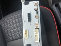 現在トヨタライズに乗っているのですが純正ナビの画面が壊れ 知り合いに譲っていただいたライズ・ロッキー用のディスプレイオーディオ(86180-B1240)を使用しています。 このディスプレイオーディオにiphon入力...