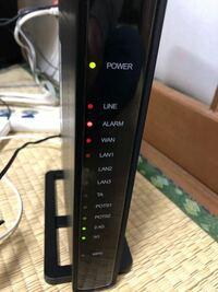 NURO光について。 今日宅外工事をしてもらいました。 alarmの赤い点滅が消えずインターネットに接続できなくて困ってます。再起動したり線を刺し直したりしても消えません…。 サポートセンターも時間外で電話でき...
