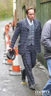 画像のスーツの印象をどう思いますか?