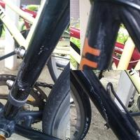 【クロスバイクに使うケミカル&コンパウンドに関して】 こちらのサイトで写真の様な汚れが取れない旨を相談したところ、とりあえず「ケミカル」もしくは「コンパウンド」を試してみれば良いとのアドバイスを頂きました。ただ色々調べると自転車の塗装は薄いのでうかつな商品を使わない方が良いとの情報もあり数ある商品の中からどの商品を試して良いのか迷っています。どなたかケミカルとコンパウンドで価格が抑え...