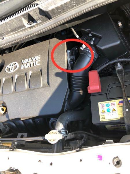 ヴォクシー70系ボンネット内部の部品 について教えてください。写真の赤丸部分の部品は何と言う部品でしょうか?
