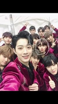 写真の韓国グループを教えて欲しいです。また、丸で囲っている方の名前も教えてください ♀️