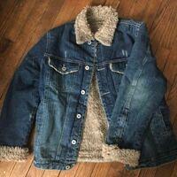 レディースデニムジャケットでこれに似たものを探しています。どなたか詳しい方お教え頂けないでしょうか?