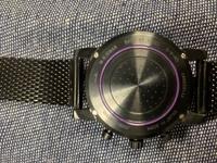 ポールスミスのこのタイプの時計の電池交換の仕方を教えていただけませんか 四隅のネジを外すのはわかるんですがその後どうすればいいかわかりません