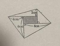 この直角三角形(面積の合計は44㎠)で囲まれた斜線部分の長方形の面積の求め方を教えてください。わかりやすく教えていただけると嬉しいです。